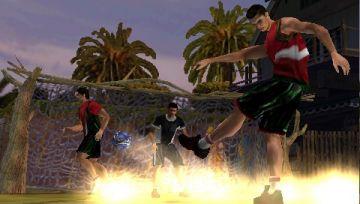 Immagine 2 del gioco FIFA Street 2 per Playstation PSP