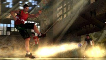Immagine 4 del gioco FIFA Street 2 per Playstation PSP