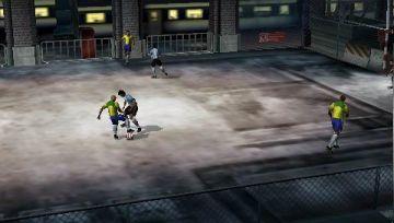 Immagine 5 del gioco FIFA Street 2 per Playstation PSP